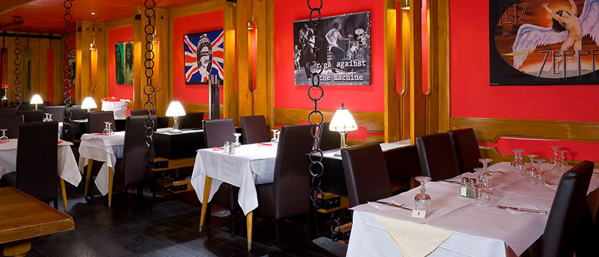 France_Les-deux-alpes_Hotel-ibiza_Dining-room2.jpg
